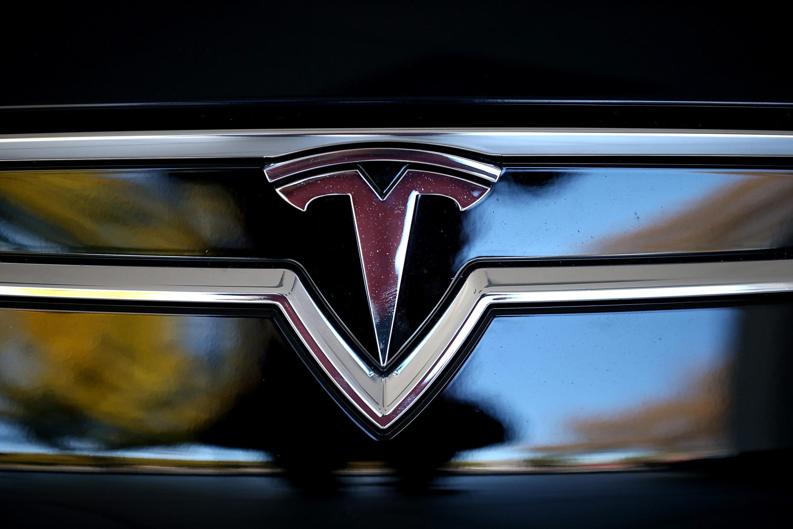 Tesla временно приостановила продажу автомобилей за криптовалюту