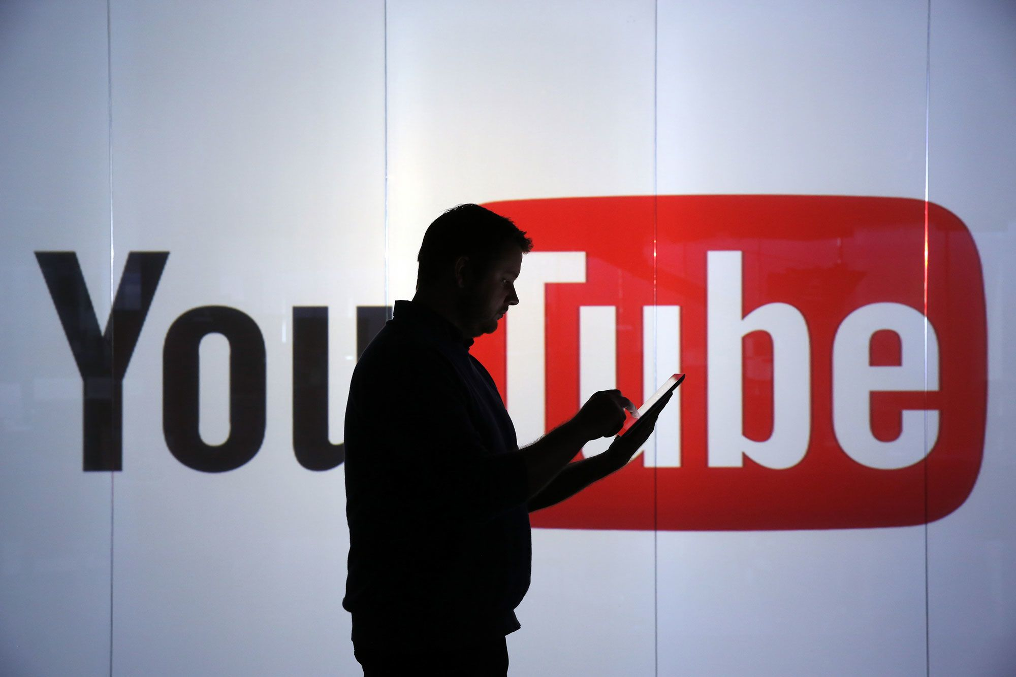 Условия использования YouTube: новые налоги и расширение прав на размещение рекламы